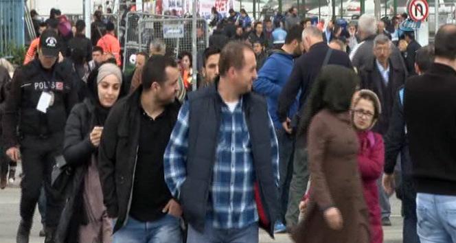 Büyük İstanbul Mitingine saatler kala vatandaşlar alanı doldurmaya başladı